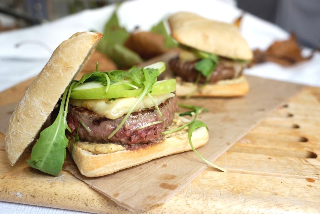 burger boeuf cantal toque et tablier