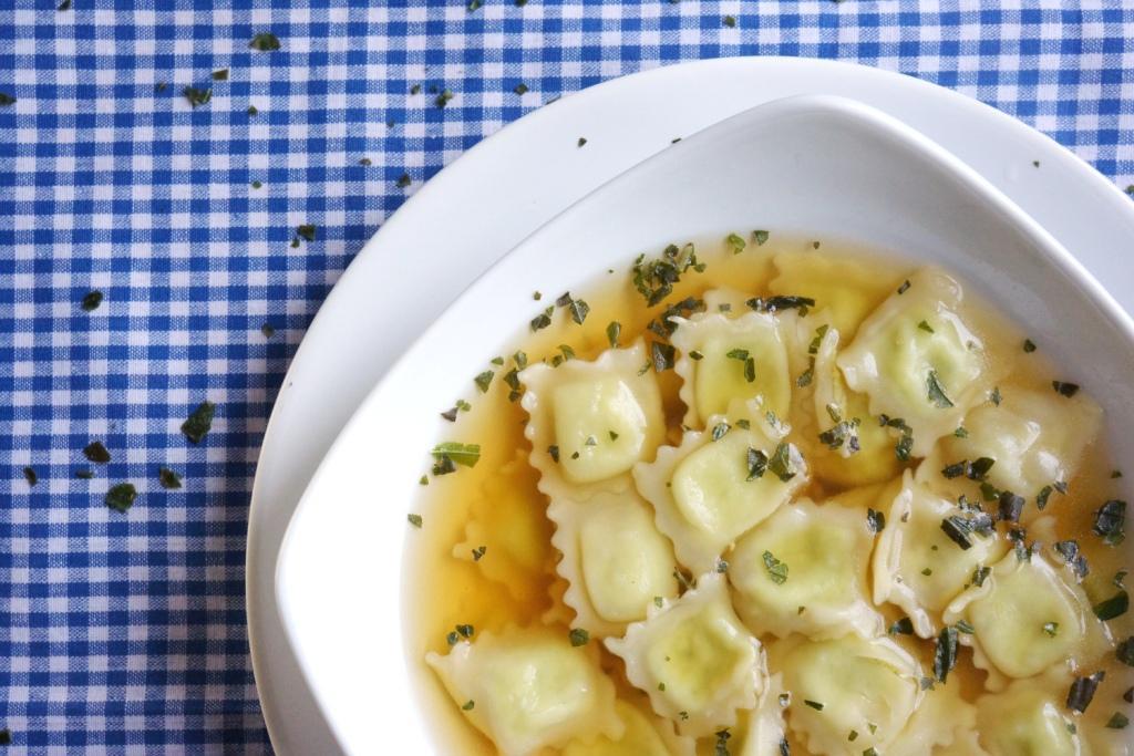 ravioles bouillon de légumes toque et tablier