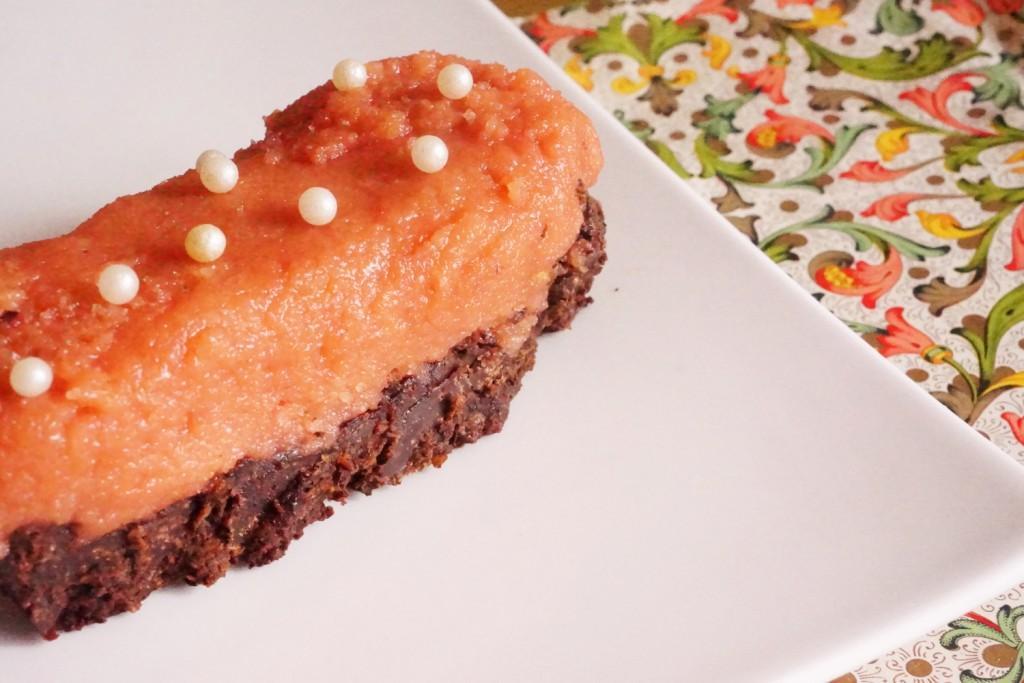 gateau rose et chocolat craquant toque et tablier