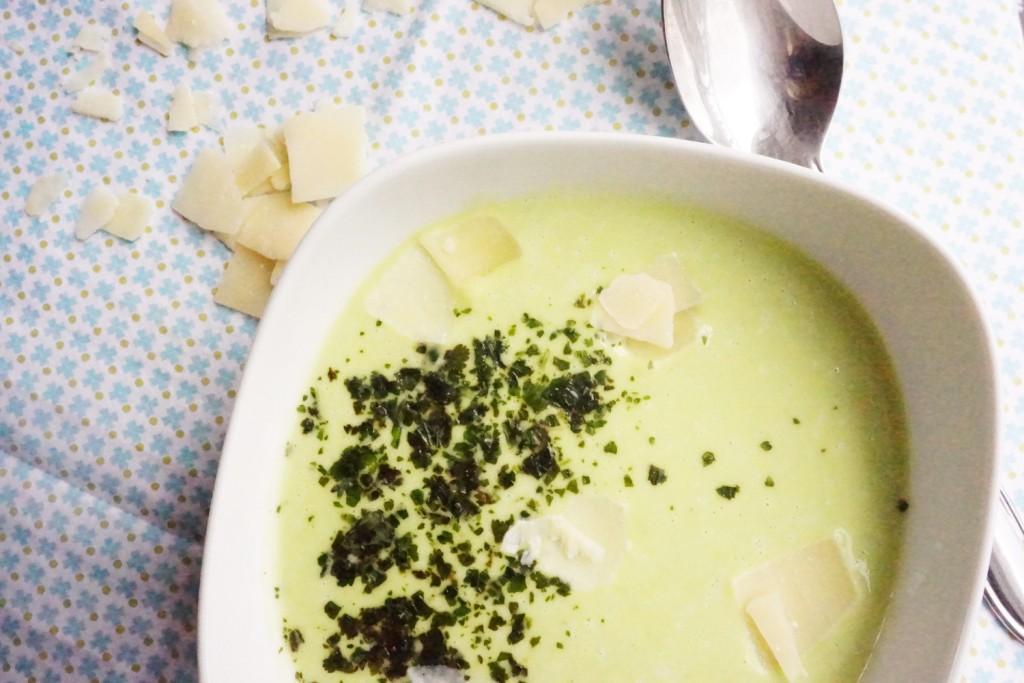 veloute de feves coriandre parmesan toque et tablier
