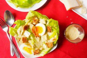 vraie salade caesar toque et tablier