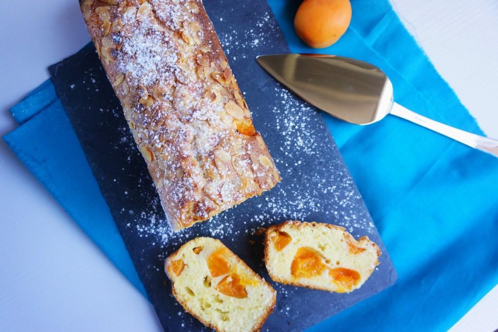 cake moelleux abricots amandes toque et tablier