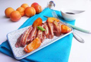 magret de canard abricot rotis miel balsamique toque et tablier