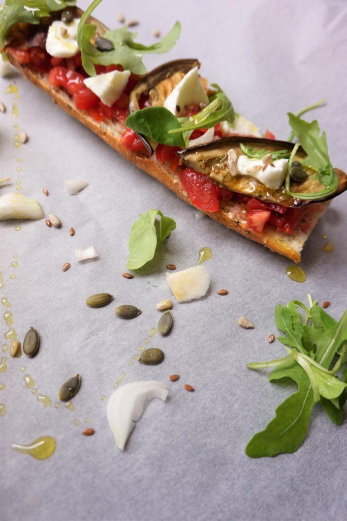 baguette tomates aubergine mozzarella toque et tablier
