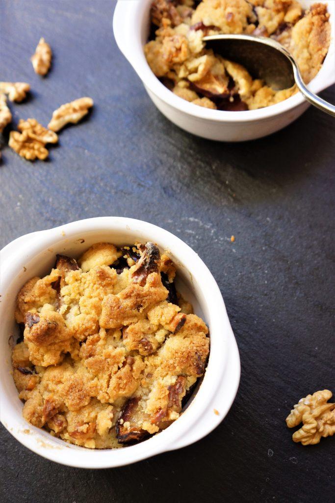 crumble prunes noix toque et tablier.